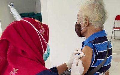 Vaksinasi Lansia di RSUD dr. Mohamad Soewandhie