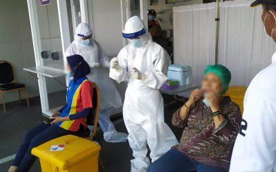 Pemeriksaan Rapid Antigen bagi Pedagang dan Tukang Becak Sekitar RSUD dr. Mohamad Soewandhie